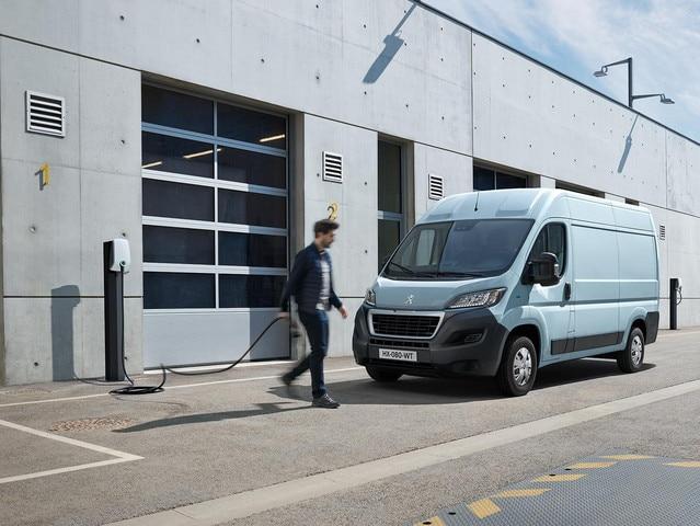 Nieuwe Peugeot e-Boxer : Op het werk opladen