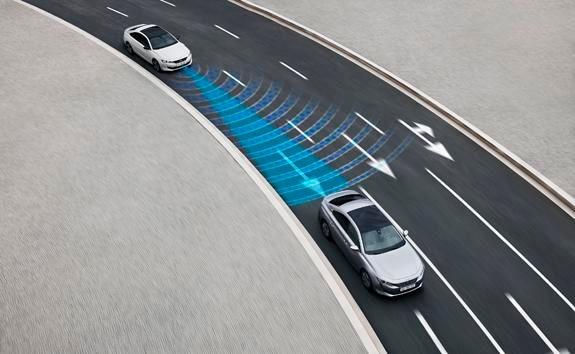Nouvelle berline PEUGEOT 508, Technologie de conduite semi-autonome avec Régulateur de vitesse adaptatif avec fonction Stop & Go et système de maintien dans la voie