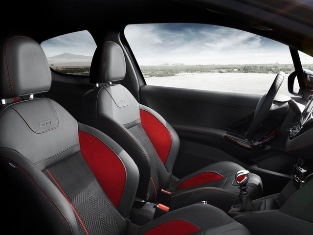Design int rieur peugeot 208 gti for Interieur peugeot 208