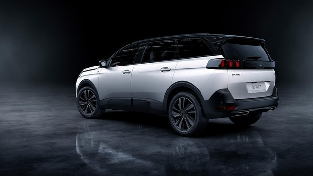"Nouveau SUV PEUGEOT 5008 option ""Black Pack"""