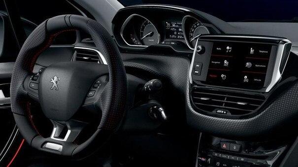 PEUGEOT 208 GT LINE : PEUGEOT i-Cockpit et son habitacle haut de gamme, résolument sportif et connecté