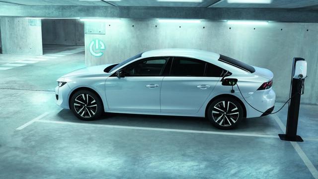Nouvelle PEUGEOT 508 HYBRID, la berline haut de gamme dans sa motorisation hybride rechargeable