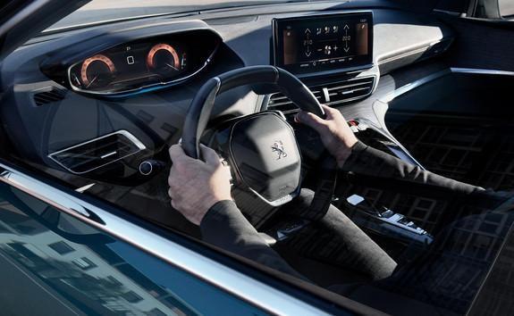 Nieuwe SUV Peugeot 5008: geoptimaliseerde Peugeot i-Cockpit® met compact stuurwiel, nieuw head-up instrumentenpaneel en nieuw capacitief touchscreen