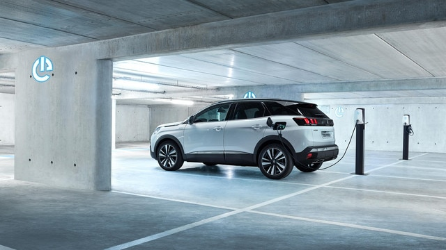 PEUGEOT 3008 HYBRID4: hybride rechargeable et 4 roues motrices