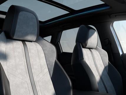 Nieuwe SUV Peugeot 3008 HYBRID – Bekleding en panoramisch dak