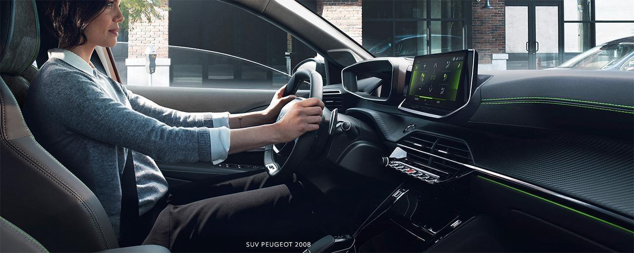 SUV PEUGEOT 2008: PEUGEOT i-Cockpit® 3D