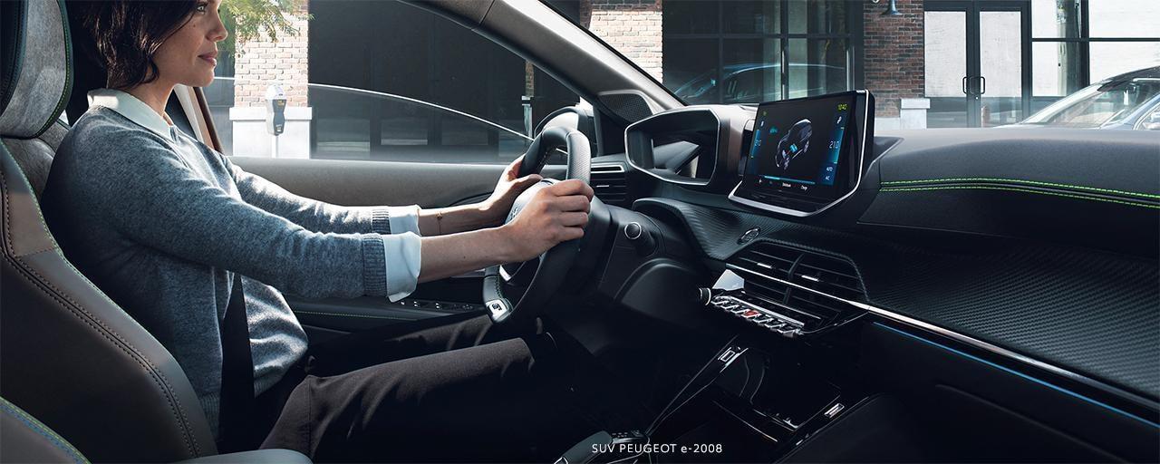 SUV PEUGEOT e-2008: PEUGEOT i-Cockpit® 3D