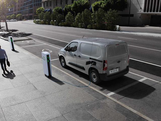 Nieuwe Peugeot e-Partner: laadstations