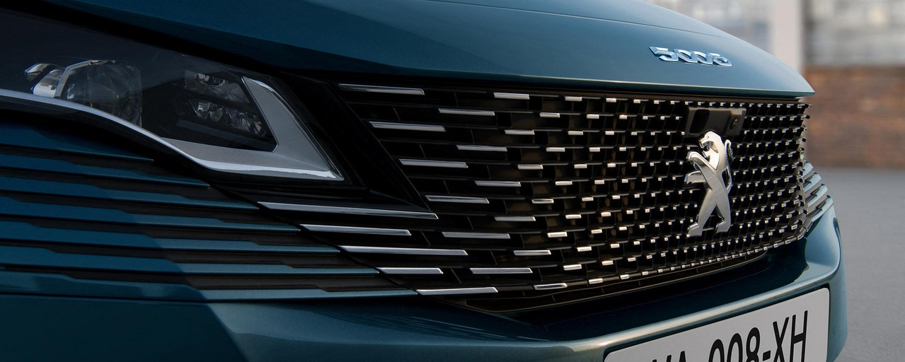 Nieuwe grote SUV Peugeot 5008 : rameless grille