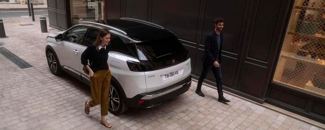Nouveau SUV PEUGEOT 3008 HYBRID – Vue du toit Balck Diamond