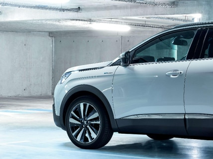 SUV PEUGEOT 3008 HYBRID4 : chargement véhicule