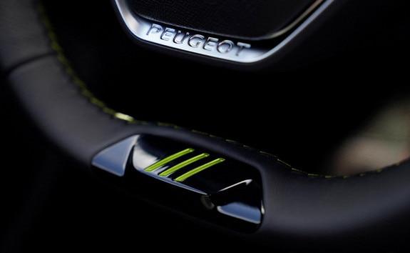 Nieuwe 508 PEUGEOT SPORT ENGINEERED : Stuur met PEUGEOT SPORT ENGINEERED-signatuur