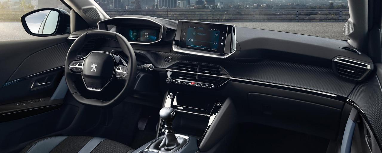 Nouveau SUV PEUGEOT 2008 pour les professionnels : nouveau poste de conduite PEUGEOT i-Cockpit® 3D