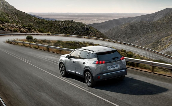 Nouveau SUV électrique PEUGEOT e-2008 pour les professionnels : le SUV compact électrique puissant, dynamique et efficient