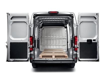 Nieuwe Peugeot e-Boxer met 8 tot 17 m3 nuttig volume en tot 1.890 kg laadvermogen